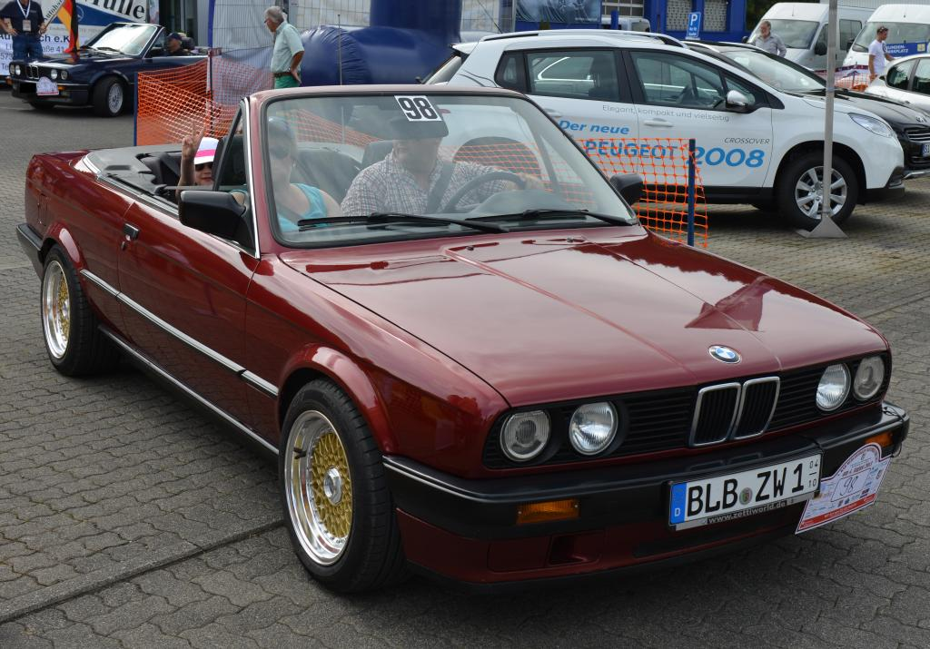 bmw 3er 1992 cabrio oldtimer mieten 24. Black Bedroom Furniture Sets. Home Design Ideas